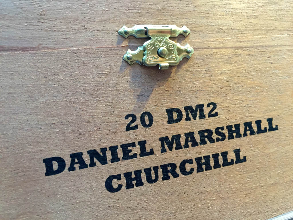 Die Holzbox der Daniel Marshall Churchill