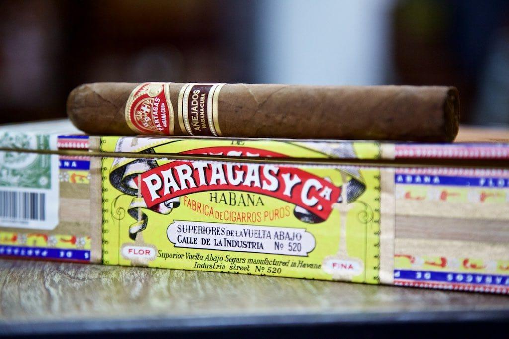 Partagas Anejados Corona Gorda auf Kiste