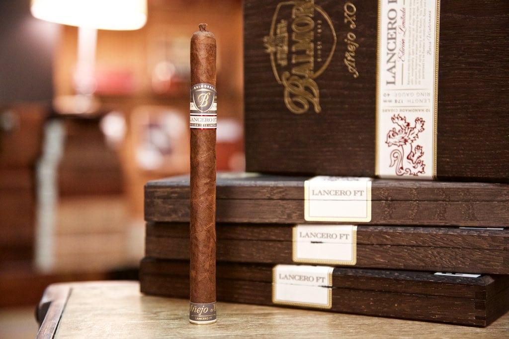 Limitierte Zigarren Geschenke: Balmoral Anejo XO Lancero FT