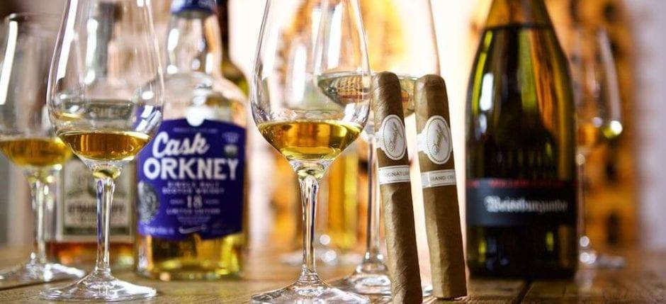 Whisky Weißwein und Zigarre