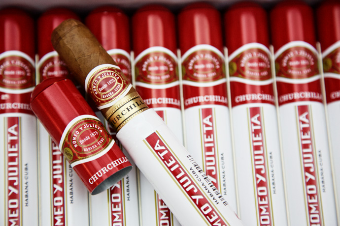 Romeo y Julieta Churchill in der Tube - StarkeZigarren.de